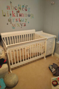 ***Brand New Baby Crib With Change Table And Drawers***
