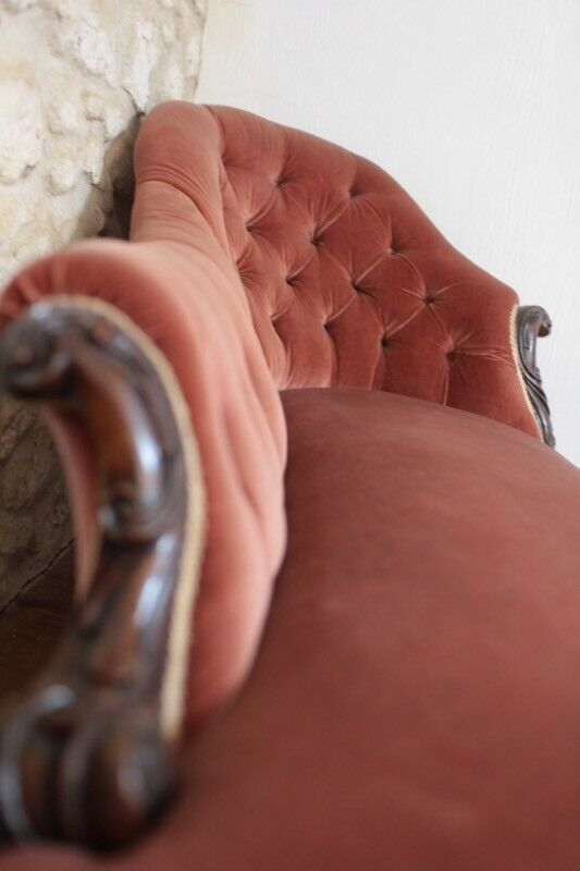 Dusty pink chaise loungue