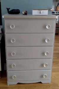 Pretty 5 Drawer Dresser in graceful grey