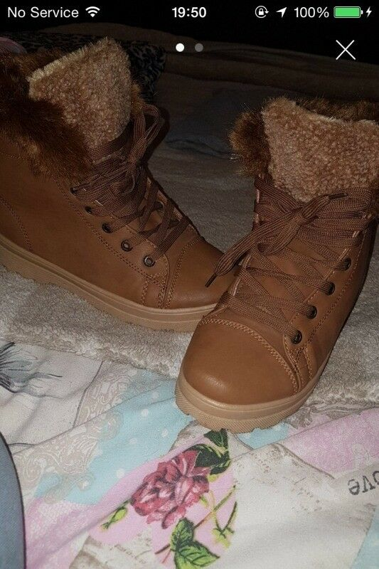 SIZE 6 WINTER BOOTS IMMACULATE CONDITION
