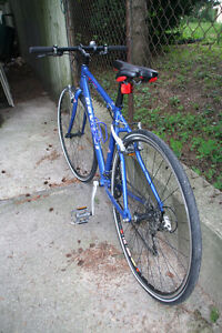 Devinci Stockholm hybrid SSGX 61 bicycle In pristine condition. Kitchener / Waterloo Kitchener Area image 3