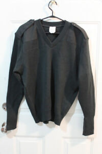 Men's Military Green V-Neck Sweater (size L)