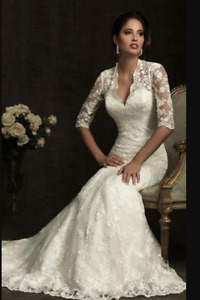 Stunning Allure Bridal Lace Wedding Gown Dress