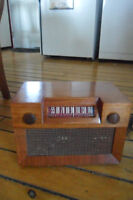1940's wooden westinghouse radio