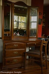 Dressing table with chair and folding mirrors