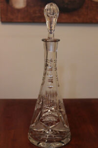 CRYSTAL DECANTER WITH STOPPER AND PINWHEEL PATTERN