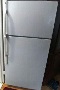 Excellent GE 16 cu ft fridge