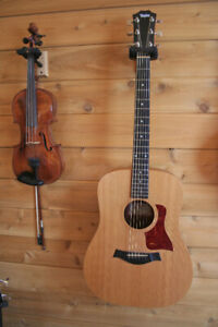 Reduced Taylor Big Baby guitar w soft sided gig bag-great cond.