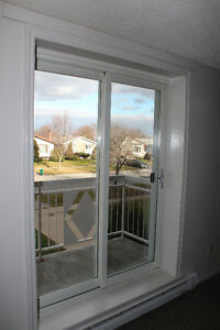 Two Bedroom Apartment with Balcony, Clean, Comfortable, Central Kingston Kingston Area image 7