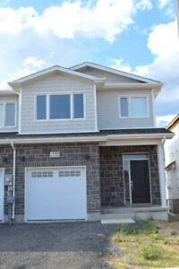 Promo! 3 Bedrooms, 2.5 Bath end unit house available for Rent