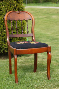 ANTIQUE VICTORIAN WALNUT SIDE CHAIR - NEEDLEPOINT SEAT-NEW PRICE Kingston Kingston Area image 1