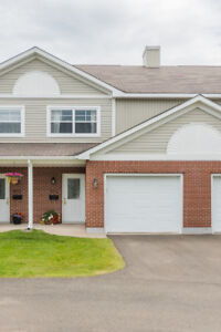 Low maintenance condo with attached garage: 80 Mount Pleasant