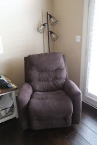 One Year Old Lazy Boy Brown Recliner Rocker Chairs (Pair)
