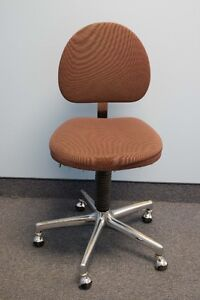 Chaises Pivotantes / Swivel Chairs
