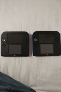 Two Nintendo 2DS systems with 5 games.