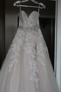 Wedding Dress - Size 6 (Sophie's Gown Shoppe)