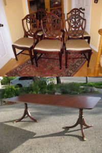 Elegant 8' Duncan Phyfe Mahogany Dining Table, 6 or 8 Chairs