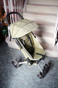 Modern Design Super Clean Stroller with Carrying Bag!