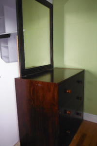 Chest of drawers/dresser with mirror