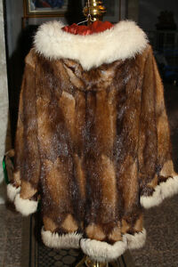 Hand crafted by Northwest Territories Eskimo. Muskrat and blue West Island Greater Montréal image 2