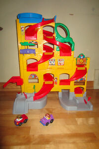 garage Fisher price, little people. West Island Greater Montréal image 1