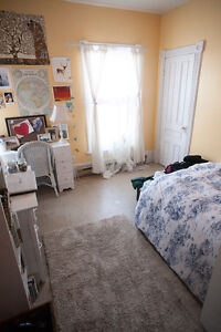 GIANT 6 BED DOWNTOWN CENTURY STUDENT HOUSE $2,100 ++ Peterborough Peterborough Area image 7