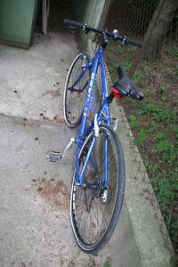 Devinci Stockholm hybrid SSGX 61 bicycle In pristine condition. Kitchener / Waterloo Kitchener Area image 9