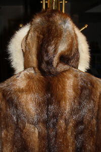 Hand crafted by Northwest Territories Eskimo. Muskrat and blue West Island Greater Montréal image 3