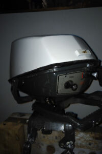 *** 6 HP OUTBOARD MOTOR *** INCLUDES TANK ***