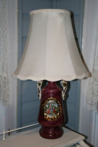 PRETTY ANTIQUE TABLE LAMP