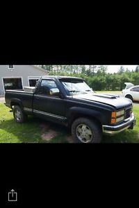 GMC 4x4 short box 5 speed