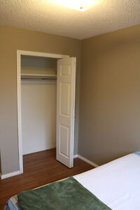 LOCATION!!! Broadway/University Dr. - Room for rent