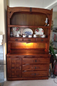 BUFFET AND HUTCH ! Fantastic condition