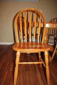 Solid Oak Table w/ 4 Chairs & 2 Leafs FOR SALE Kitchener / Waterloo Kitchener Area image 6