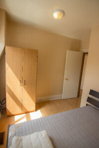 Room for rent for students- 500$ Peterborough Peterborough Area image 1