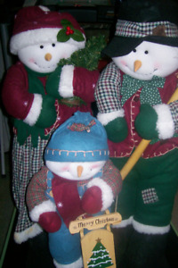 Snowman family of 3 freestanding display
