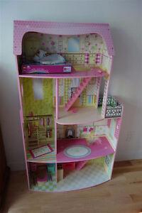 Grande maison de poupée en bois
