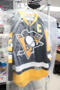 **CLOSE TO HOME** Sydney Crosby Penguins Jersey, 87 (#14195)