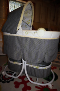 Carter's Baby Bassinet - EXCELLENT CONDITION