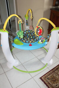 EVENFLO EXERSAUCER JUMP AND LEARN ACTIVITY CENTER