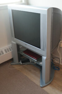 SONY 50' TV with stand include remote