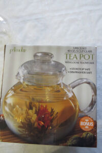 A  brand new 5-cup glass teapot with loose tea infuser