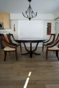 Formal Solid Wood Dining Room Table in perfect condition