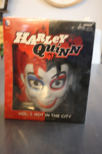 DC DIRECT  COMICS HARLEY QUINN HOT IN THE CITY TPB AND MASK SET