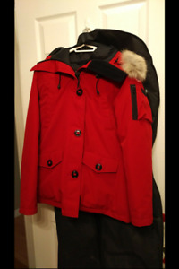 Canada Goose (Montebello style, dark red)