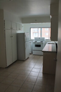 CLEAN & SPACIOUS 4.5 WITH BALCONY. HEATING + HW INCLUDED