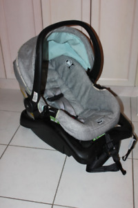 SAFETY 1ST INFANT CAR SEAT 4-22 LBS. ** LIKE NEW **