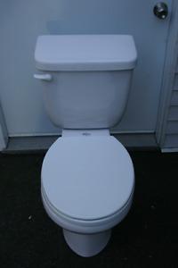 Toilette avec siège a fermeture en douceur