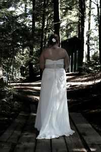 Beautiful Wedding Dress Size L/XL