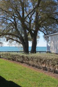 Beach Cottage Sherkston Shores with View of Lake from Deck 3 Bdr